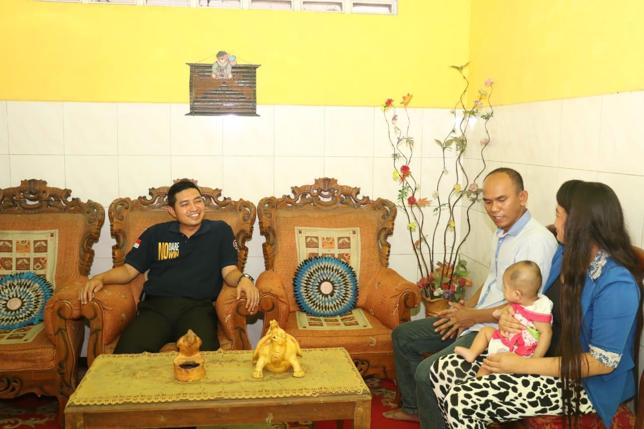 Perkuat Soliditas Internal, Kapolres Kunjungi Rumah Anggota Polres Gresik di Mojokerto